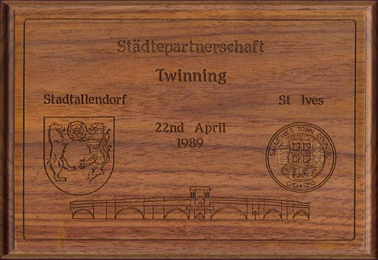 Copy of the Plaque presented to Stadtallendorf in 1989